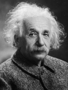 אלברט איינשטיין בחר בשריפת גופות